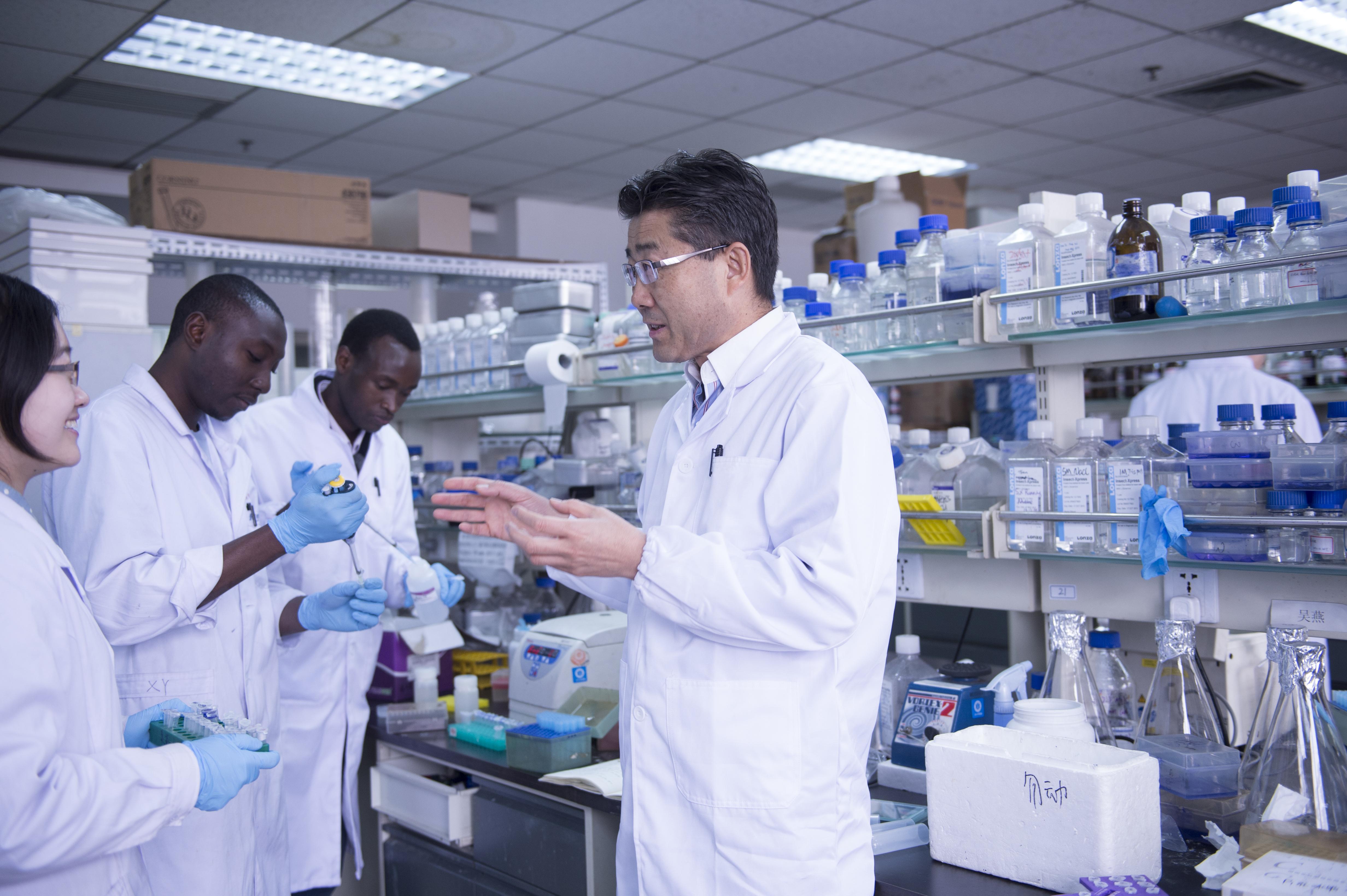 香港高等研究院資深院士高福教授與學者開發通用疫苗設計,可防新冠、SARS、MERS