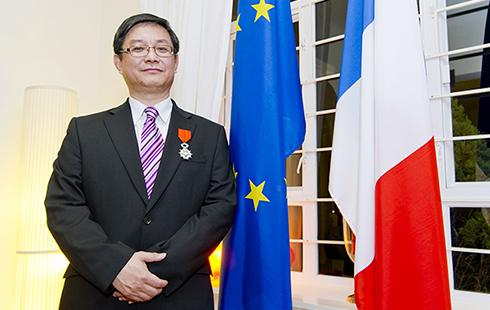 高等研究院資深院士呂堅教授獲頒法國國家榮譽軍團勳章
